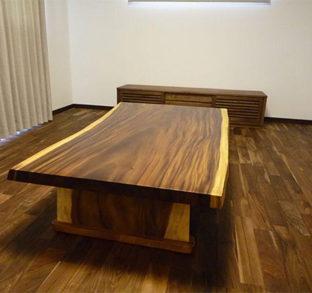 一枚板 モンキーポッドのリビングテーブル
