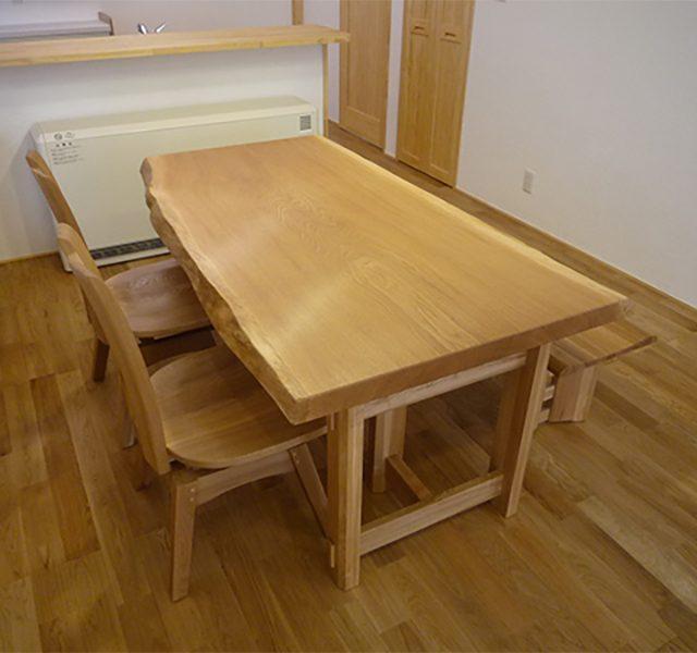 ナラの一枚板テーブル