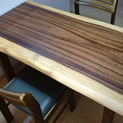 一枚板モンキーポッドのテーブル