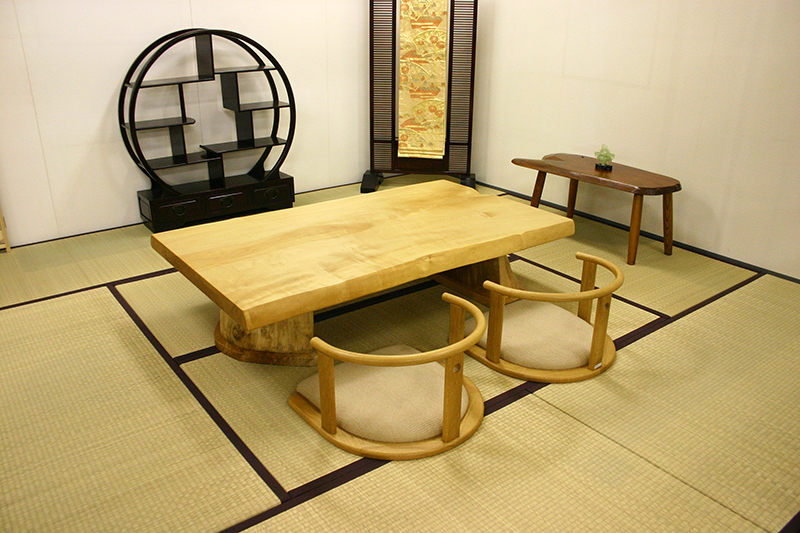 栃の一枚板テーブル座卓