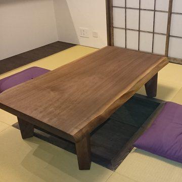 ウォルナットの一枚板テーブル