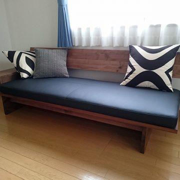 天然木ウォールナットのソファ