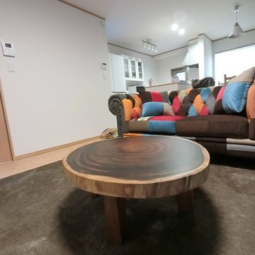 モンキーポッドの輪切りテーブル