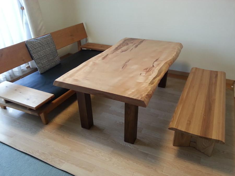 一枚板リビングダイニングテーブルと森のことばソファ