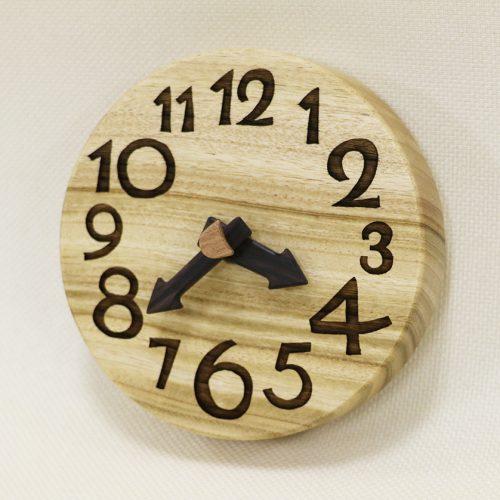 木の時計 手のひらconma