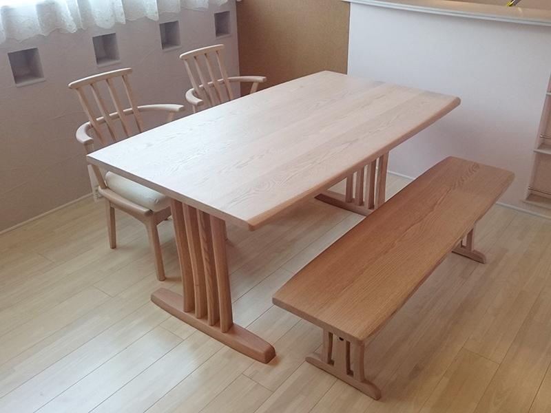 オーク無垢材のダイニングテーブルセット