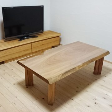『一枚板楠のテーブル』と『楠のテレビボード』
