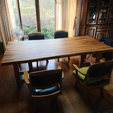 楠の一枚板ダイニングテーブル