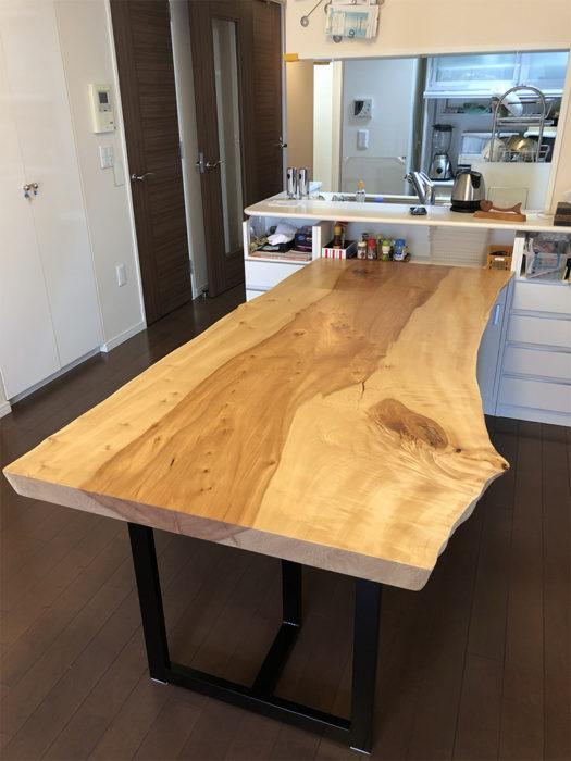 栃の一枚板ダイニングテーブル