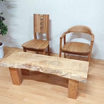 天然木チェアと栃の一枚板ベンチ