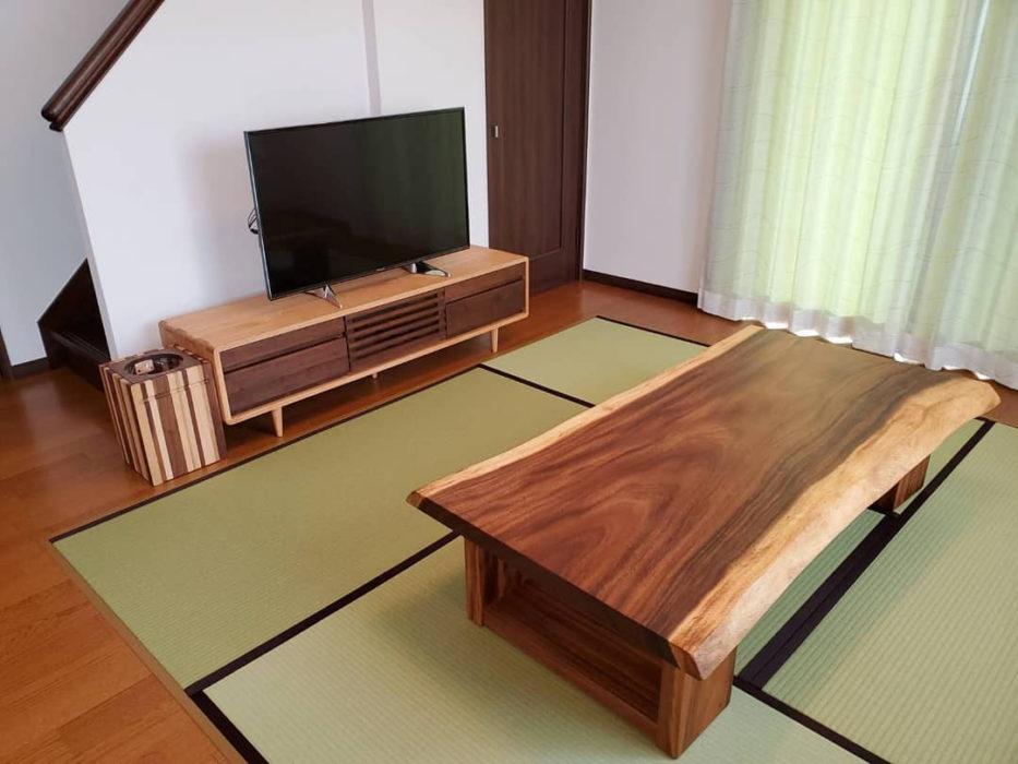 一枚板モンキーポッド座卓と無垢のテレビボード