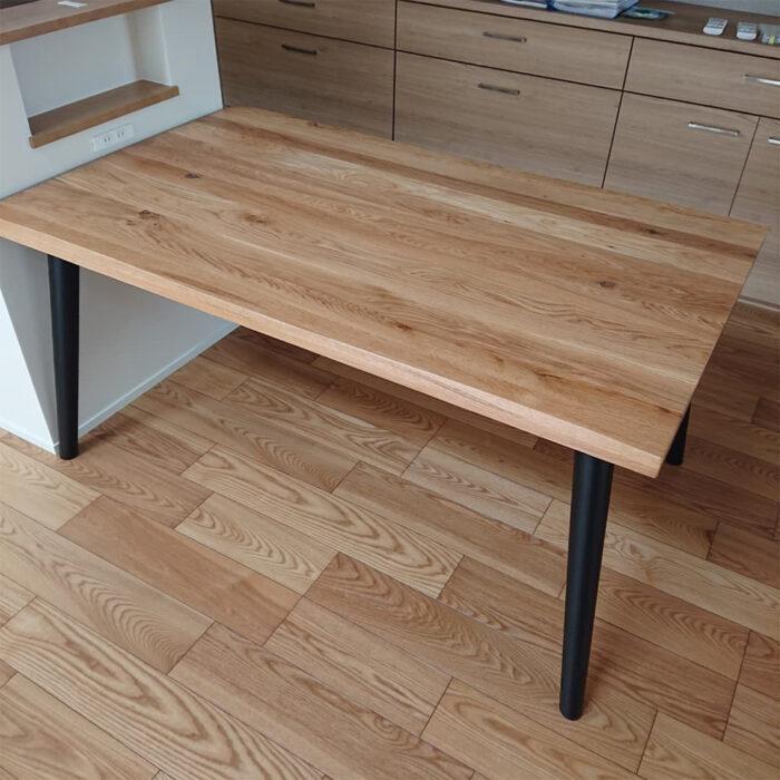 オークの天然木ダイニングテーブル
